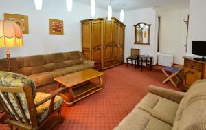 A seating area at Casa Transilvania