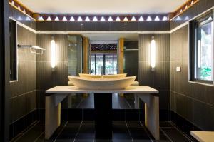 Um banheiro em Maitai Lapita Village Huahine
