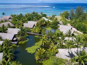 Uma vista aérea de Maitai Lapita Village Huahine