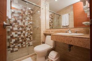 Un baño de Hotel Castellana Calle 100