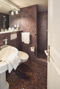 A bathroom at Hotel Rössli