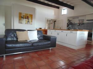 A kitchen or kitchenette at Agde Appartement Rue Louis Bages