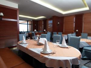 A restaurant or other place to eat at Hotel Laguna