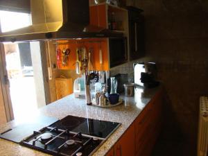 Una cocina o zona de cocina en Can Clapa