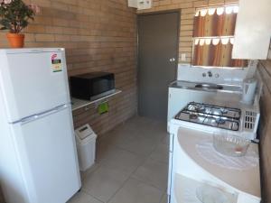 A kitchen or kitchenette at Sunrise Units