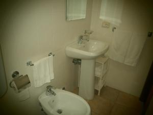 A bathroom at Hotel Pensione Cundari