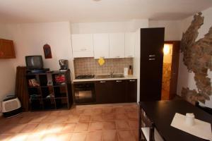 A kitchen or kitchenette at Casa Vacanze Mistral