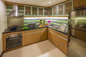 A kitchen or kitchenette at Discovery Suites Manila, Philippines