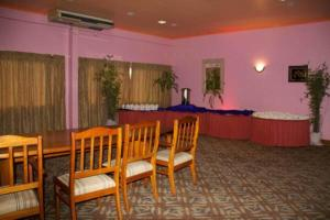 A restaurant or other place to eat at Hideaway Hotel