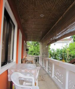 A balcony or terrace at M&E Guesthouse