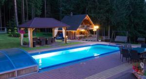 The swimming pool at or close to Puntuko Vila