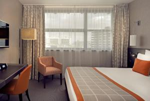 A bed or beds in a room at Mercure Clermont Ferrand centre Jaude