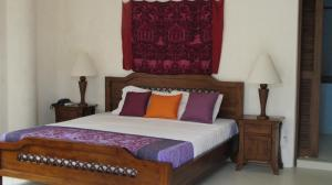A bed or beds in a room at Biancas Garden Apartment