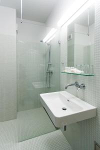 Ванная комната в Hotel Atom Třebíč
