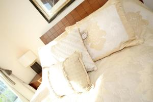 A bed or beds in a room at Friarsfield Mews