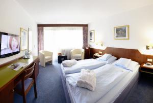 Ein Bett oder Betten in einem Zimmer der Unterkunft Akzent Hotel Frankenbrunnen