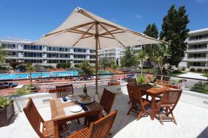 Der Swimmingpool an oder in der Nähe von Marina Club Lagos Resort