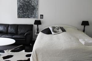 En eller flere senge i et værelse på Det Gamle Apotek Bed & Breakfast