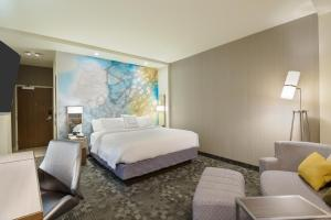 A bed or beds in a room at Courtyard by Marriott Buffalo Downtown/Canalside