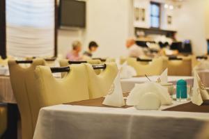 Restauracja lub miejsce do jedzenia w obiekcie Hotel Pod Lwem