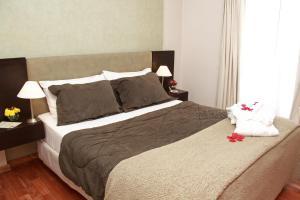 Una cama o camas en una habitación de De Los Arroyos Apart Hotel