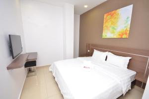 A bed or beds in a room at AST Hotel