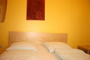 Ein Bett oder Betten in einem Zimmer der Unterkunft Schlafmeile Hostel