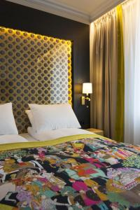 A bed or beds in a room at Thon Hotel Rosenkrantz Oslo