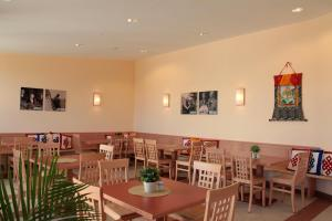 A restaurant or other place to eat at JUFA Hotel Knappenberg