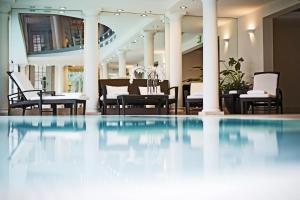 Бассейн в Palais Coburg Hotel Residenz или поблизости