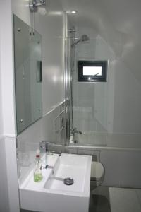 A bathroom at Colne Valley Bed & Breakfast