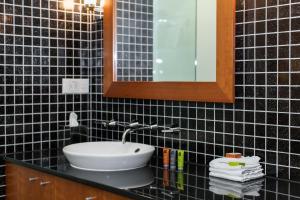 Ein Badezimmer in der Unterkunft Majestic Roof Garden Hotel