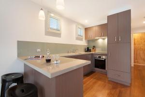 A kitchen or kitchenette at Salt Loft