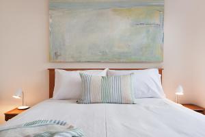 A bed or beds in a room at Salt Loft