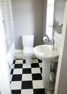 A bathroom at The Lambton Worm