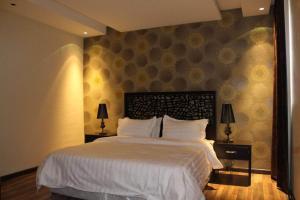 Cama ou camas em um quarto em درر رامه للأجنحة الفندقية 8