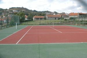 Comodidades para jogar ténis e squash em Casa Da Eira Longa ou nas proximidades