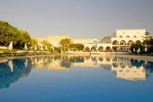 Het zwembad bij of vlak bij Platanista Hotel