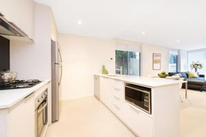 A kitchen or kitchenette at Best Western Plus The Tudor Box Hill