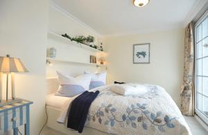 Ein Bett oder Betten in einem Zimmer der Unterkunft Haus Elvi Fuchs an den alten Salzwiesen