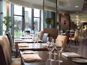 A restaurant or other place to eat at Macdonald Manchester Hotel
