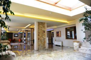 Лобби или стойка регистрации в National Palace Spa & Wellness Hotel