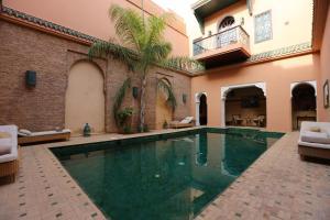 Der Swimmingpool an oder in der Nähe von Palais Riad Lamrani
