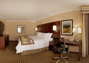A bed or beds in a room at Pearson Hotel Conference Centre Toronto Airport