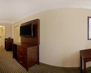 A television and/or entertainment center at Pearson Hotel Conference Centre Toronto Airport