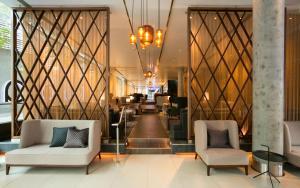 The lobby or reception area at Hilton London Tower Bridge