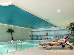 Der Swimmingpool an oder in der Nähe von Urlaubs- und Wellnesshotel Friederike