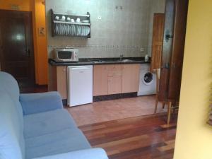 Una cocina o zona de cocina en Apartamentos Cobrana