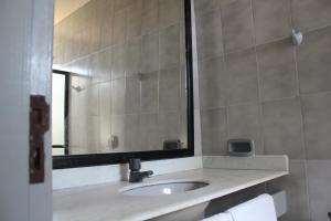A bathroom at Pousada Solar das Flores
