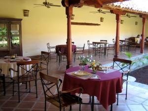 Un restaurante o sitio para comer en Hotel Patio del Malinche